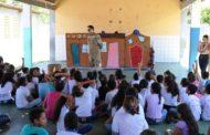 Grupo de teatro da SMTT faz apresentação natalina em escola municipal