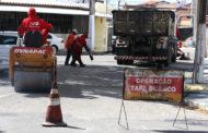 Prefeitura inicia mutirão de limpeza e tapa buraco no bairro Jabotiana