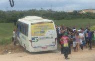 Acidente entre dois micro-ônibus deixa 4 feridos em Rosário do Catete