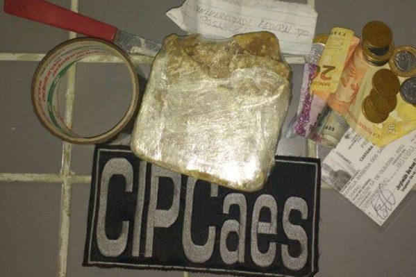 Segundo a polícia, a suspeita foi presa nas imediações do terminal de ônibus da Universidade Federal de Sergipe