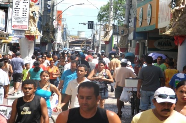 Comércio e Shoppings mudam horário a partir de sábado para compras de fim de ano