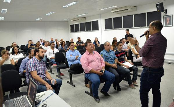 O secretário de Estado da Educação em exercício, professor Everton Siqueira, anunciou que o monitoramento será ampliado para mais 34 escolas, totalizando 39 unidades de ensino / Fotos: Maria Odília