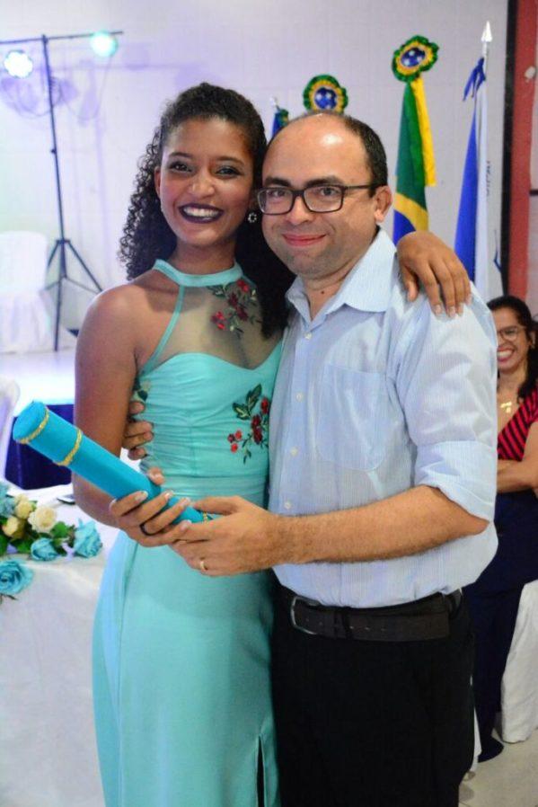 o professor Erineto participou da formatura de 17 alunos da Escola Gina Franco