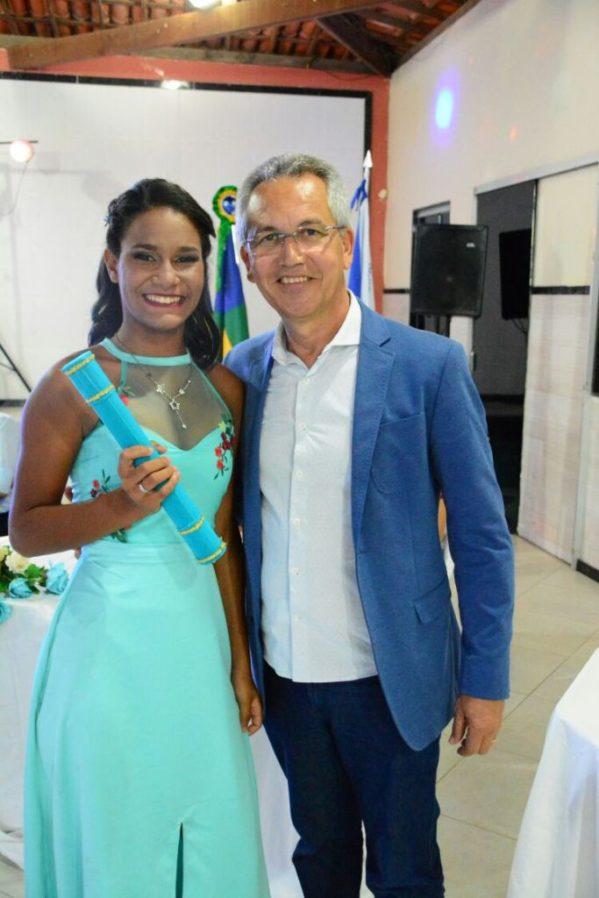 o prefeito de São Cristóvão, Marcos Santana participou da formatura de 17 alunos da Escola Gina Franco