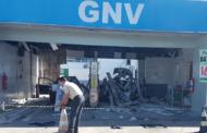Em Aracaju, carro explode ao abastecer GNV em posto de combustíveis