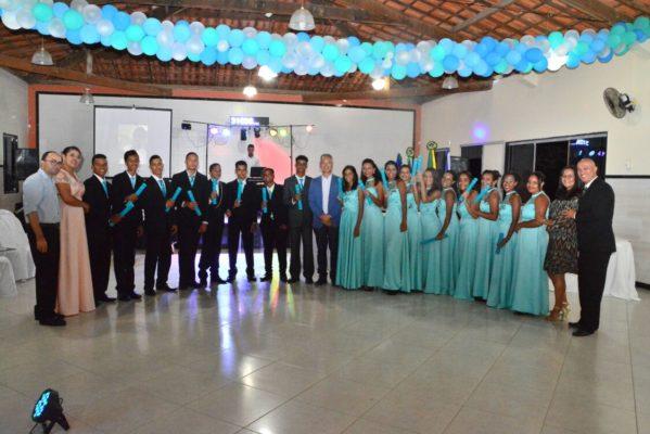 Prefeito Marcos Santana participa de formatura de alunos do Gina Franco