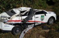 Viatura do Batalhão de Polícia Rodoviária Estadual capota e policiais ficam feridos no interior de Sergipe.