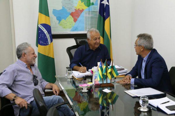 Jackson Barreto recebeu, nesta terça-feira (23), o prefeito de São Cristóvão, Marcos Santana, e o deputado Estadual Francisco Gualberto