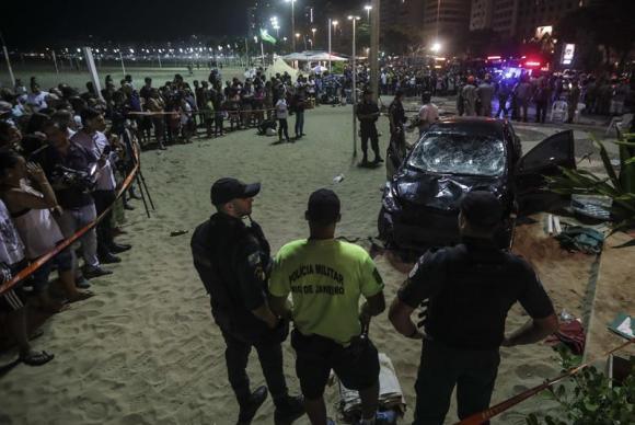 Atropelamento em Copacabana deixa um morto e 16 feridos