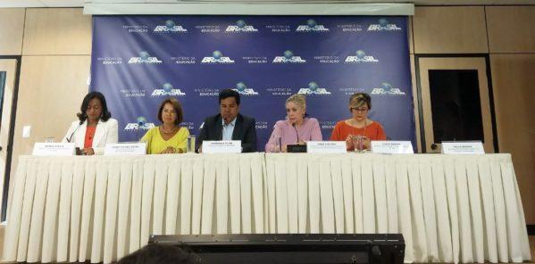 Eunice Santos, diretora de Gestão e Planejamento do Inep; Maria Helena Castro; Mendonça Filho; Maria Inês Fini; e Luana Soares, diretora de Avaliação e Educação Básica