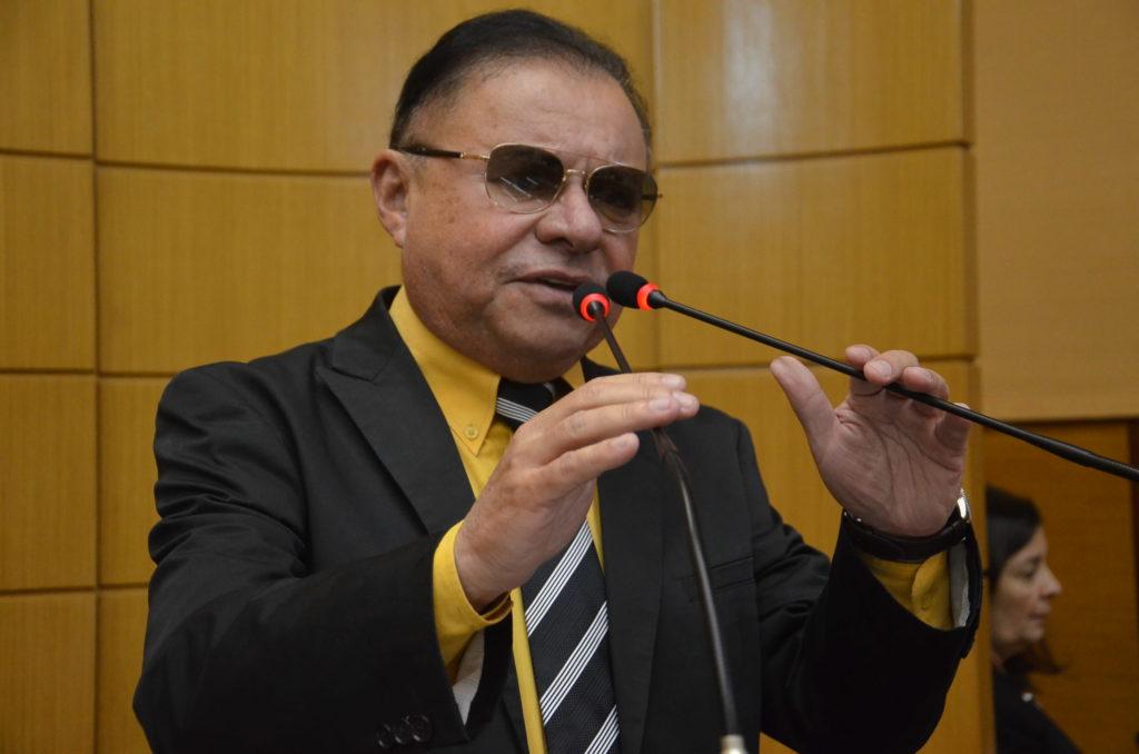 Deputado pede atenção para medidas de apoio a bares e restaurantes e faz desabafo durante sessão