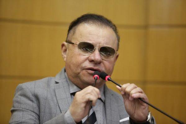 Gilmar Carvalho ingressa com representação no MPE contra posto de gasolina