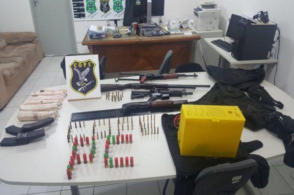 Armas de grosso calibre, munições e explosivos foram apreendidos (Foto: SSP/ Divulgação)
