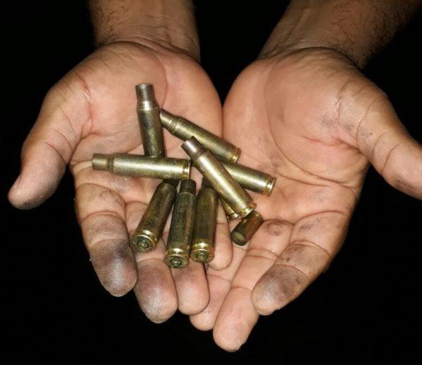 Os homens usavam armas de grosso calibre como fuzis e pistolas (foto: redes sociais)