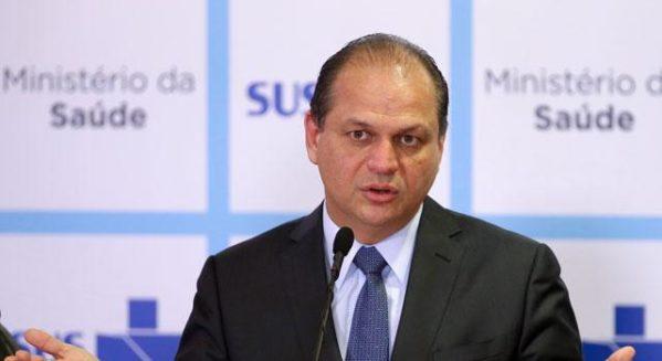 Ministro da Saúde anuncia que vai deixar cargo até abril para se candidatar