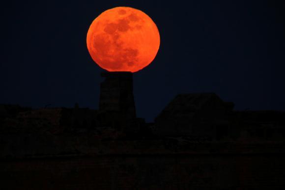 Brasil poderá observar dois fenômenos lunares nesta quarta