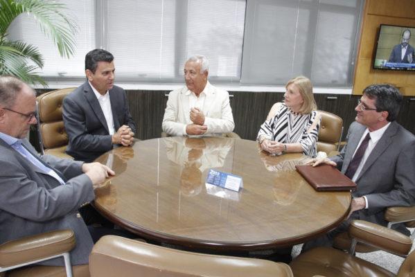 O presidente do Tribunal de Contas do Estado (TCE/SE), conselheiro Ulices Andrade, recebeu o governador Jackson Barreto em seu gabinete na tarde desta quarta-feira, 10