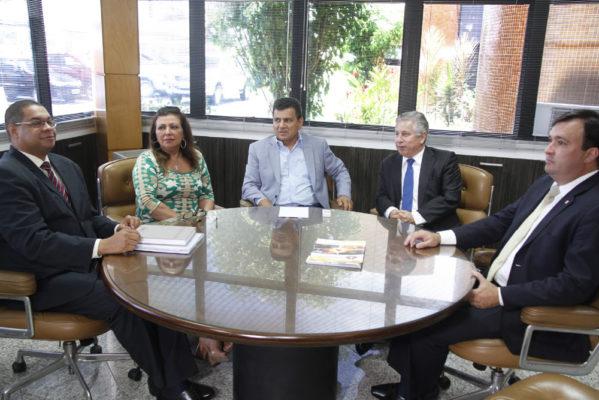 Ulices recebe presidente da OAB e define ações para aproximar advogados do TCE