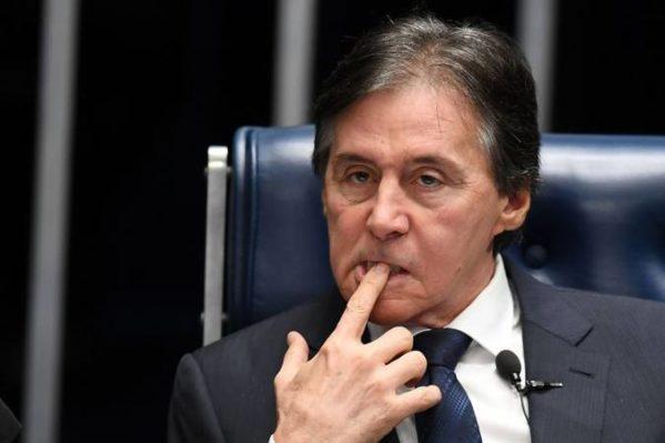 'Nenhuma PEC tramitará, não precisa a oposição entrar com pedido de liminar, absolutamente nada', disse Eunício Oliveira nesta segunda-feira (foto: Evaristo Sá/AFP)