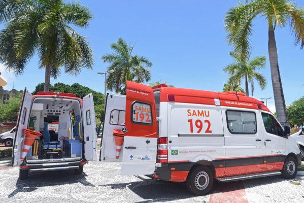 Governador entrega 30 novas ambulâncias para ampliação dos serviços do Samu