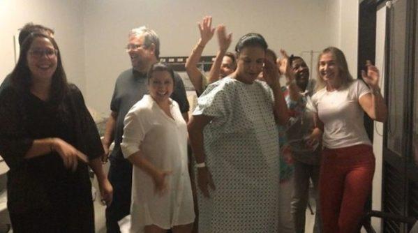 Ivete aparece dançando em vídeo feito na maternidade antes do nascimento das gêmeas (Foto: Reprodução/Twitter)
