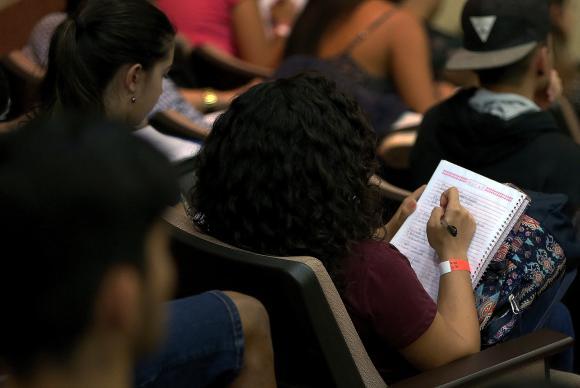 Enem: espelhos de redação e notas de treineiros são disponibilizados