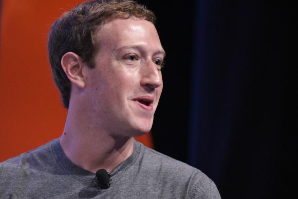 Zuckerberg diz que vai ajudar a esclarecer vazamento de informações do Facebook