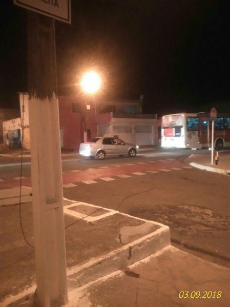 Fio da rede elétrica coloca em risco a vida dos moradores do bairro Industrial, em Aracaju