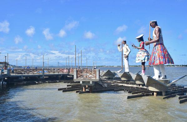 Esculturas folclóricas começam a ser montadas no Largo da Gente