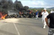 Manifestantes fecham rodovia estadual em busca de melhores condições da via