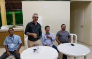 Prefeito e diretor da Deso se reúnem com moradores do condomínio no Grande Rosa Elze