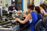 Número de ocupados cresce entre menos escolarizados, jovens e mulheres, diz Ipea