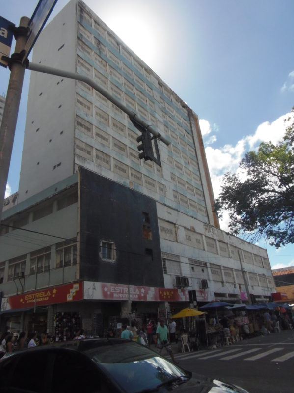 Comerciantes do antigo Hotel Palace foram notificados da decisão judicial nesta quinta, 17