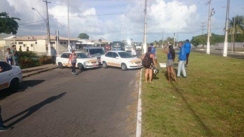 Manifestantes bloqueiam a Heráclito Rollemberg para pedir redução do preço da gasolina