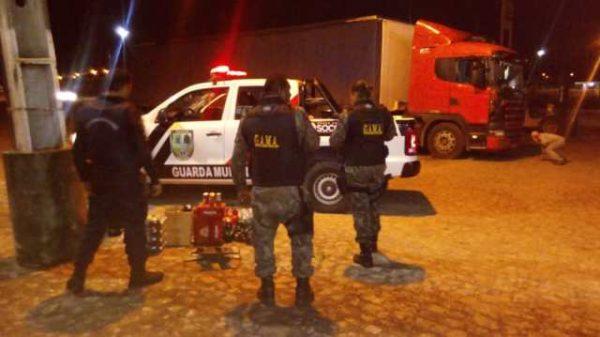 Em Socorro, homem é preso em flagrante roubando carga de caminhão