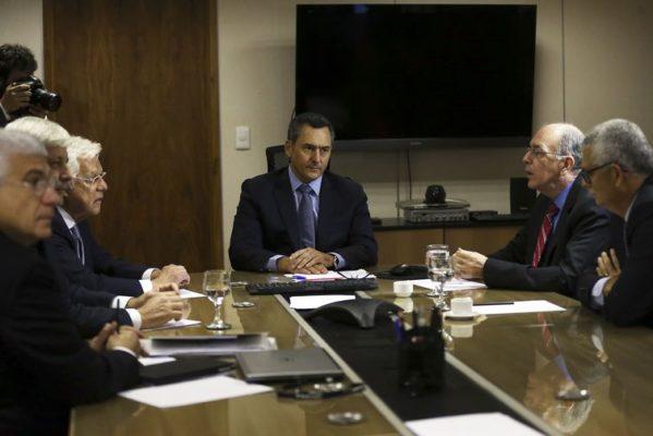 Governo diz que não haverá mudanças na política de preços da Petrobrás