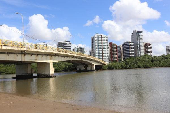 Defesa Civil diz que não existe risco de desabamento na ponte que dá acesso ao Riomar