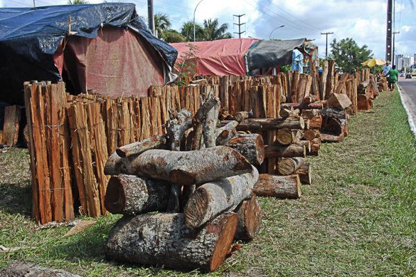 Emsurb fiscaliza comércio de fogueiras na capital