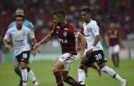 Flamengo vence Corinthians e abre quatro pontos na liderança do Brasileirão