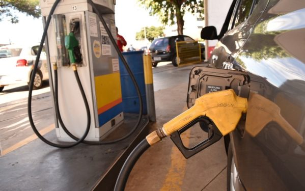 Petrobras anuncia alta de 1,28% no preço da gasolina