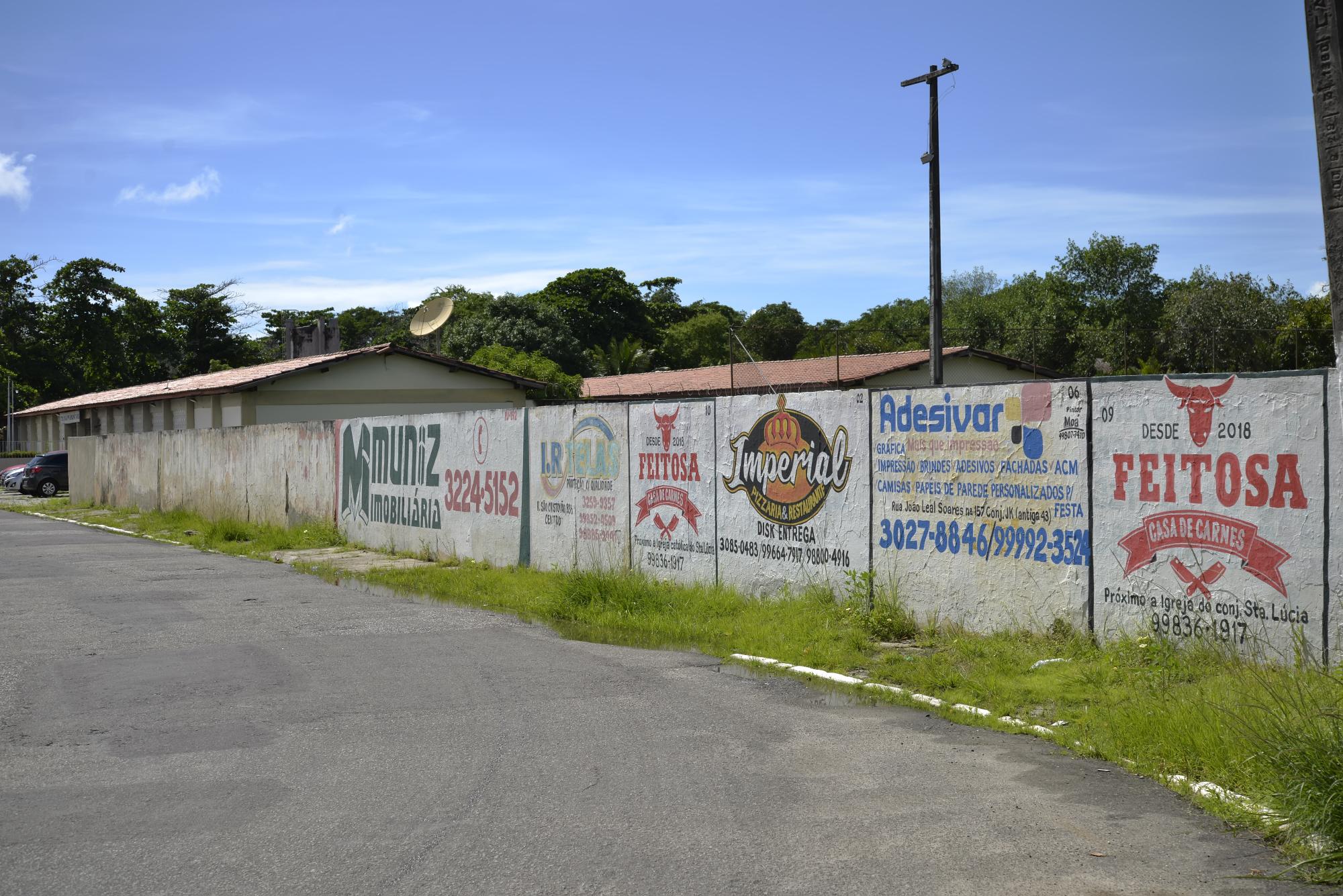 Secretaria de Estado da Educação retira propagandas dos muros das escolas