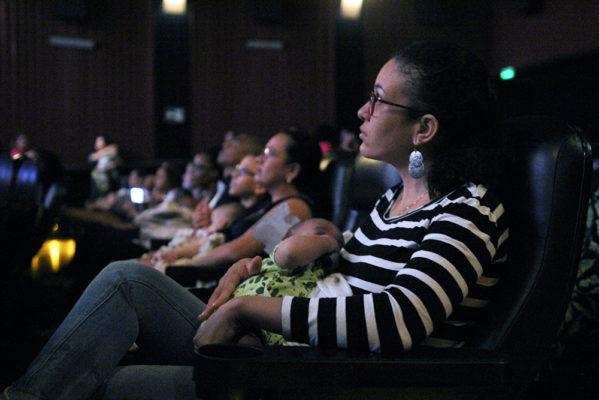 Shopping Jardins oferece sessão de cinema para mães e filhos