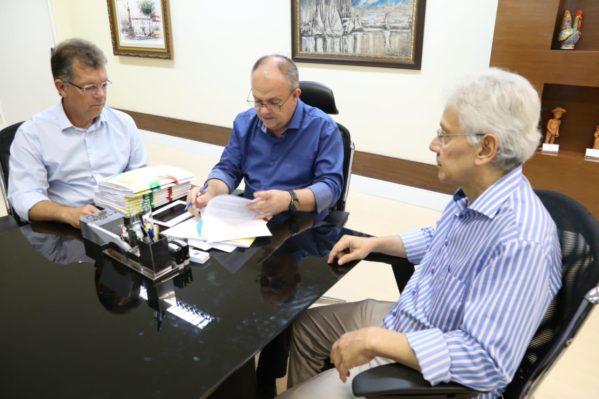 Governo e deputado definem estratégias para evitar o fechamento da Fafen