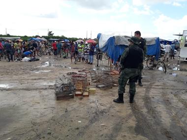Polícia Militar faz apreensões na Feira das Trocas do Bairro Lamarão