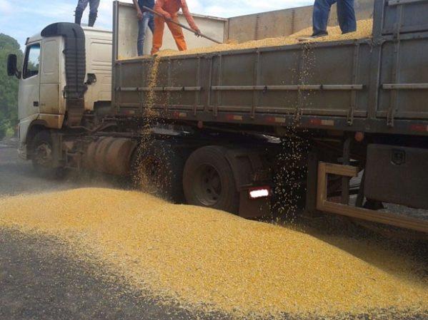 Polícia Rodoviária Federal apreende carga de 29 toneladas sem nota fiscal em Nossa Senhora do Socorro