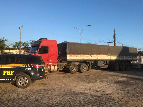 Criança é flagrada pela PRF dirigindo veículo de carga na BR 101, em Estância