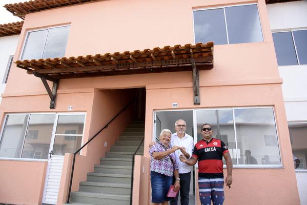 Edvaldo entrega casas a 468 famílias no Santa Maria
