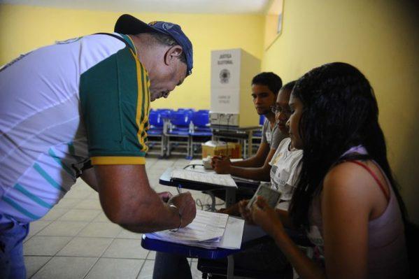 Eleições deste ano obedecerão aos horários locais