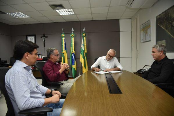 Jorge Santana deixa o comando da Secretaria da Indústria, Comércio e Turismo