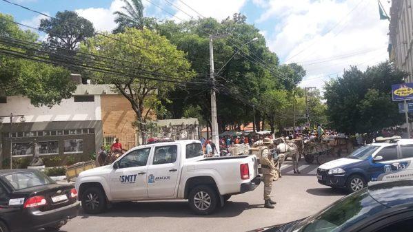 Carroceiros protestam contra projeto de lei que prevê o fim das carroças em Aracaju